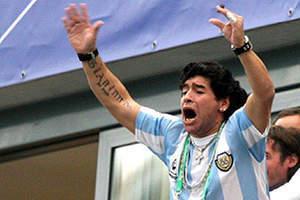 Maradona: Elimi Julia Roberts için keserim.11741