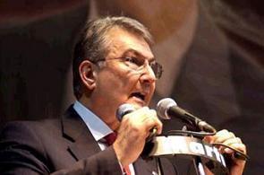 CHP lideri Baykal Yüksek Seçim Kurulu'na rest çekti.10270