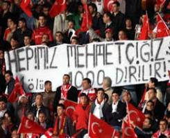 PKK terörüne bir kınama da futbol sahalarından geliyor.15210
