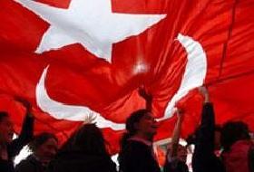 Türban karşıtlarının bayrak kavgası.10863