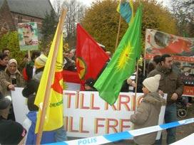 PKK'lı kalabalık Erdoğan için iğrenç pankartlar açtı!.17785