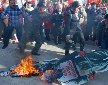 Barzani'nin maketi yakıldı .25394