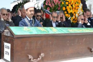 Fatih Terim, dünürü Güven Çetin'in cenaze törenine katıldı.14735
