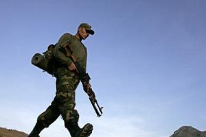 Serbest bırakılan askerlerin Ankara'da sorgusu sürüyor.8105
