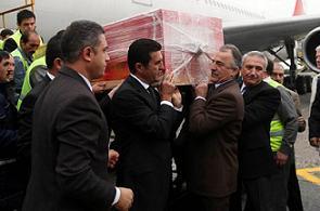 İnönü'nün Türk bayrağına sarılı tabutu herkesi ağlattı.12550