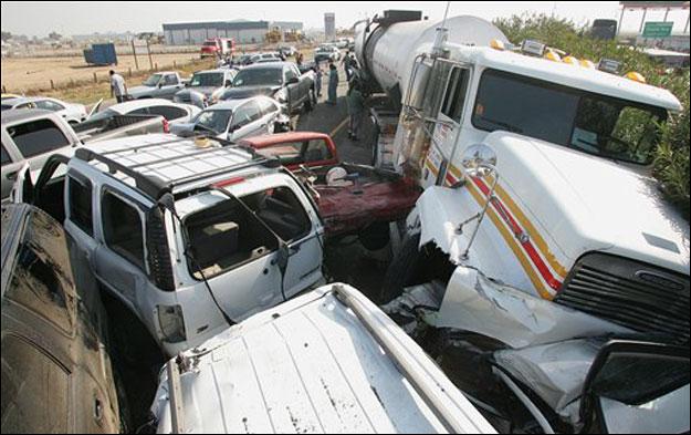 ABD'de 100 araç birbirine girdi: 2 ölü .74895