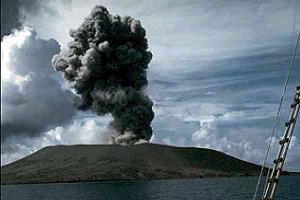 Krakatau Yanardağı kaya fırlatıyor.11937