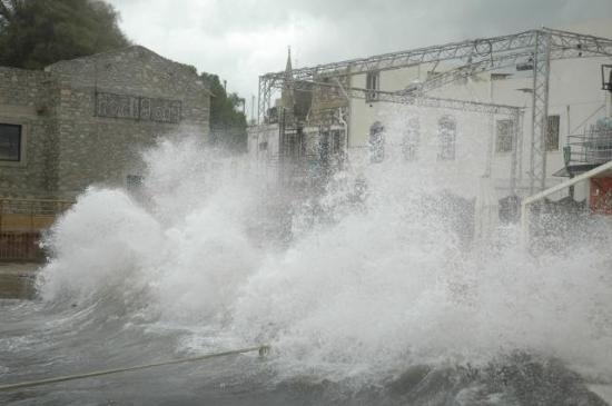 Bodrum'da Fırtına hayatı olumsuz etkiledi.26349