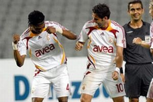 Galatasaray Song'u bırakmıyor.15110