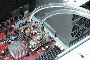 Fan yerine su soğutmalı bilgisayar kasası ilgi odağı.21116