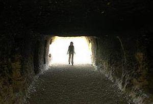 Tarikat üyeleri Kıyamet kopacak diye mağaraya kapandı.9730