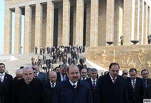 Bakan Çelik ile öğretmenler Anıtkabir'i ziyaret etti.17928
