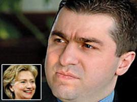 Hillary Clinton'ın çalışma kadrosunda genç bir Türk.12181