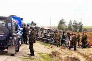 Askeri araç devrildi: 2 asker yaralı.13483
