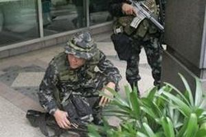Filipinler'de otel i�galine operasyon.14957
