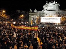 Binlerce İspanyol, Madrid sokaklarına döküldü.18042