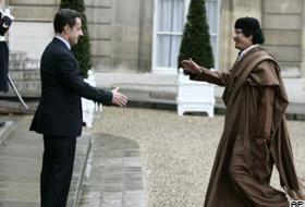 Kaddafi Sarkozy ile bir araya geldi.20651
