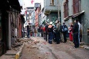 Beyoğlu'nda demirleri çalınan bina çöktü.16085