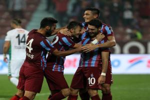 Trabzonspor, gol düellosunda Torku Konyaspor'u 3-2 mağlup etti.12549