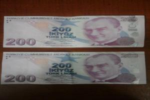 Manavgat'ta piyasaya sahte para süren şahıs suçüstü yakalandı.8750