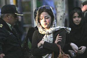 İran'da açık baş direnişi.11085