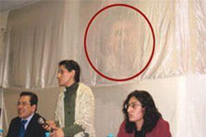 Öcalan posteri perdeyle örtüldü!.10293