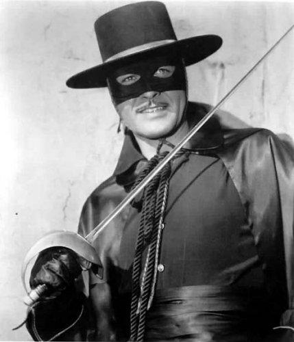 Zorro'nun heykeli dikildi  .34148