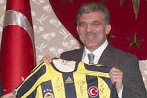 Fenerbahçe Köşk'e Carlos imzalı formayla çıktı!.12607