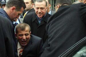Utangaç Cumali kaçtı, Başbakan Erdoğan yakalattı!.19893