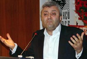 Gazeteci Tuncay Özkan sıfır parti kurmaktan vazgeçti.10095