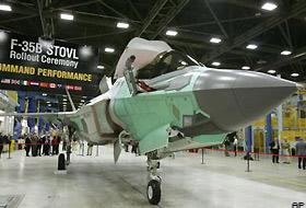 Radarda görünmeyen süpersonik uçak tanıtıldı.25903
