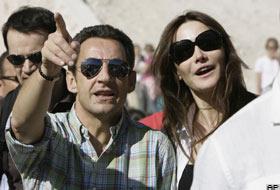Sarkozy'nin kız arkadaşıyla gezisi tepki çekti.16956
