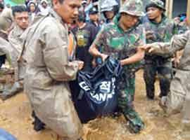 Endonezya'daki toprak kaymasında ölü sayısı 118'e çıktı.7784