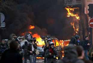 Neron durmuyor! İstanbul'da 8 araç daha kundaklandı.11782