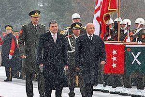 Abdullah Gül, Mehmet Ali Talat' resmi törenle karşıladı.23250
