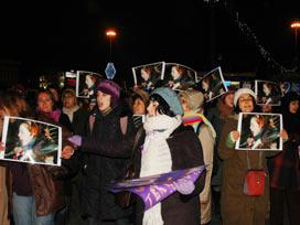 Kadınlar 'Taksim tacizcileri'ni protesto etti.16103