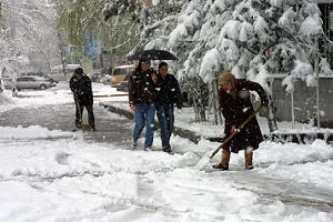 Aniden bastıran kar Ankara'yı beyaza bürüdü.55884