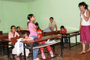 Eğitim gönüllüsü 3 kadın.14018