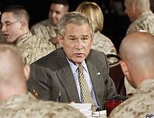 Bush, Amerikan askerleriyle kahvaltı yaptı  .9411