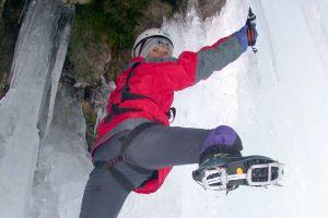 Girlevik Şelalesi'nde buzul tırmanışı.24137