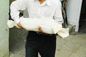 Bebek cesedi otopsiden sonra kayboldu.10573