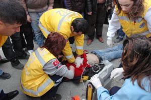 19 yaşındaki kazazede kalp masajıyla hayata döndü.36405
