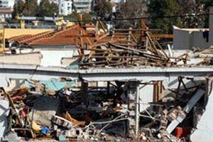 Patlamada evin çatısı uçtu.20440