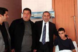 CHP dövülen Alevi öğrenciyi ziyaret etti.10181