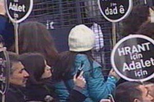 Hrant Dink'i anmak için toplanan kalabalık slogan attı.13785