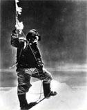 Everest'e ilk zirve yapan dağcı için binlerce kişi gözyaşı döktü.34955