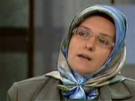 Başörtülü yazar Barbarosoğlu'nun yayında zor anları.9545