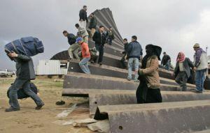 Gazzeliler, İsrail ablukasını yıktı  .12294