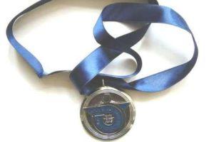 Madalyasını rakibine verdi.14368
