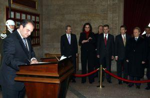 Karamanlis, Anıtkabir'de saygı duruşunda bulundu.11245